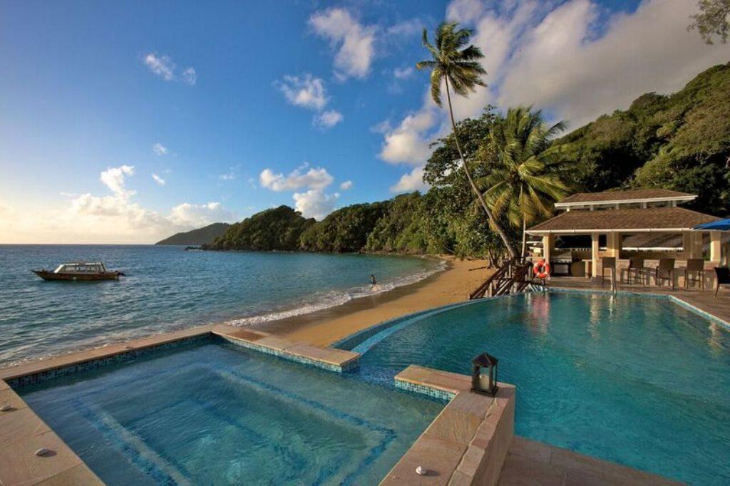 Blue Waters Inn infinity pool and beach